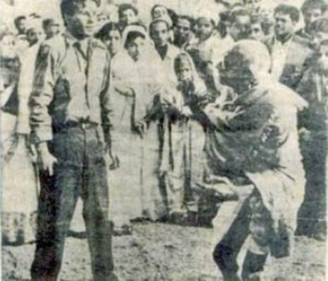 Gandhi iba camino de una reunión de oración cuando su asesino, Nathuram Godse, disparó tres balas