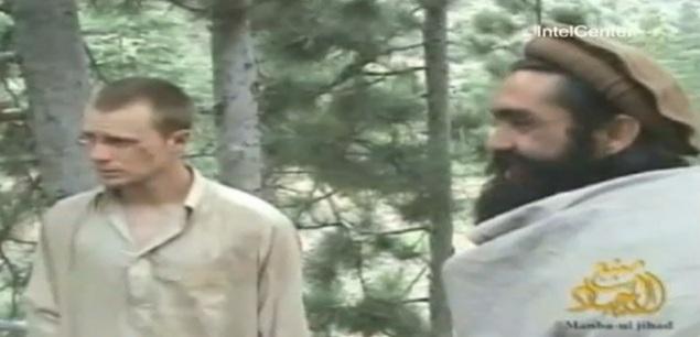 Bowe Bergdhal al momento de su entrega por parte de Talibanes