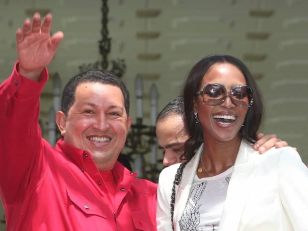Hugo Chávez y Naomi Campbell