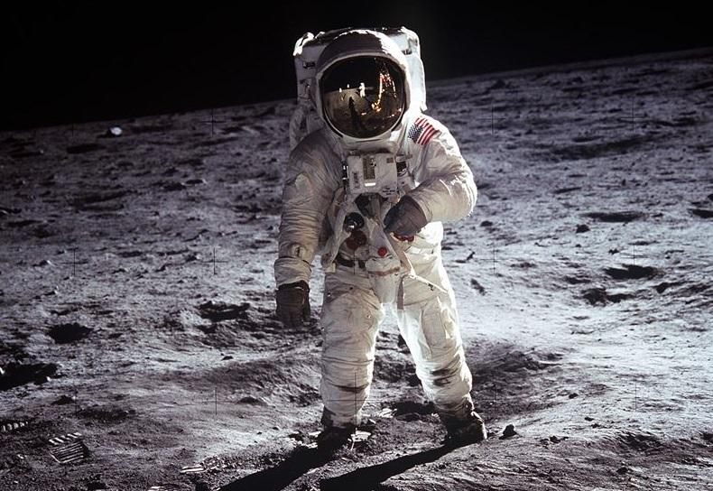 primer-hombre-a-la-luna