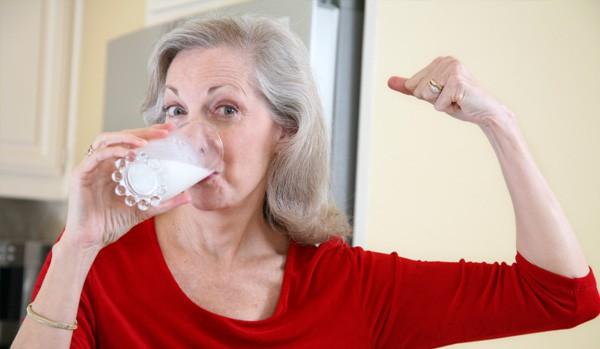 woman-drinking-milk-1-e1340813865455