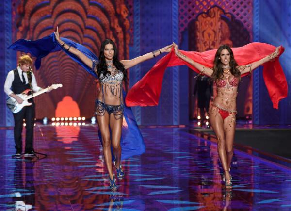 La segunda parte del 'show', 'Exotic Traveler', mostró una colección de tintes arabescos y muy étnicos