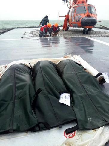 Cuerpos del rescate de AirAsia