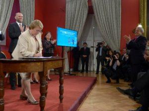 Bachelet, ley N° 20.830 de Acuerdo de Unión Civil