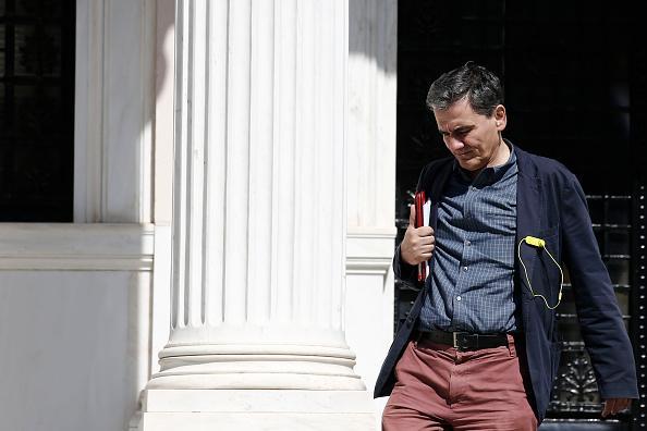 """Diario británico The Guardian lo retrata como """"metódico y tenaz –lo contrario de su disidente predecesor Yanis Varoufakis"""", y es conocido como """"el aristócrata de izquierdas"""" por la prensa conservadora griega"""