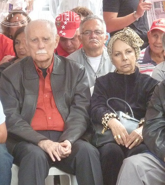 Estando en Chile conoció a la escultora Ana Ávalos, con quien contrajo matrimonio, de esta unión nacieron Gisela Rangel Avalos y José Vicente Rangel Avalos