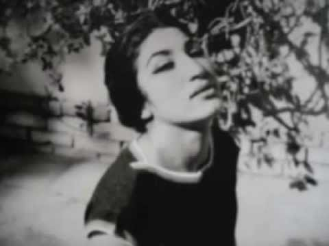 Se casó a los dieciséis años y al año siguiente tuvo a su único hijo, Kamyar, cuya custodia le sería retirada tras su divorcio en 1954.