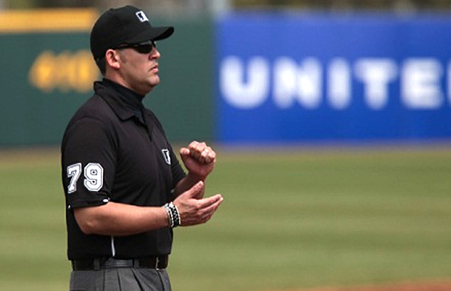 Manuel González fue el primer umpire criollo en la MLB (2010)