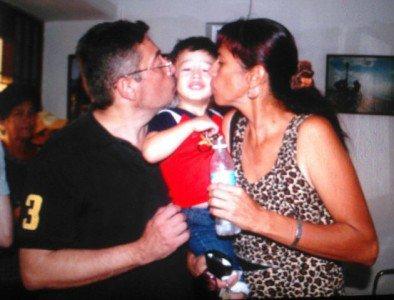 El pequeño a salvo junto a sus padres