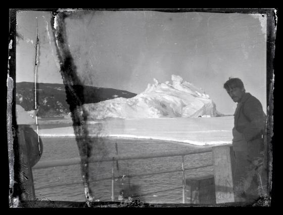 El Aurora dio apoyo a Shakleton mientras cruzaba la Antártida entre 1914 y 1917. Las 22 fotos que se recuperaron en 2013 se podrán ver en la exposición