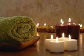 Te hará sentir sexy un baño iluminado con velas porque te proveerá de energía