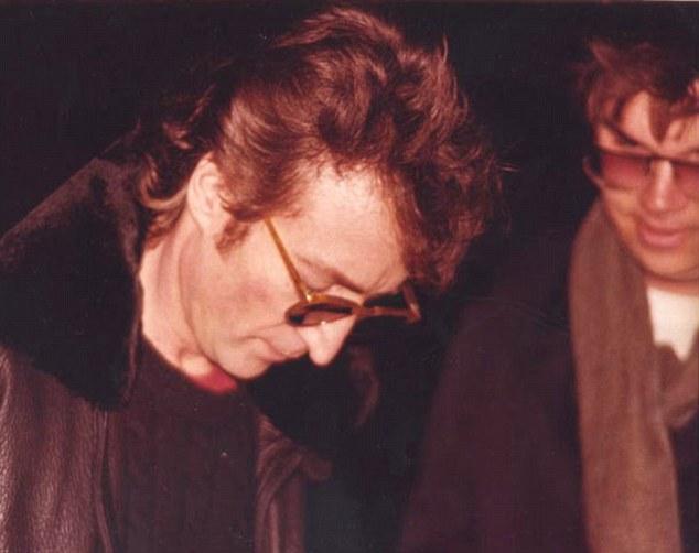 Otra importante figura fue asesinada bajo un año bisiesto. El histórico cantante y compositor John Lennon moría el 8 de diciembre de 1980.