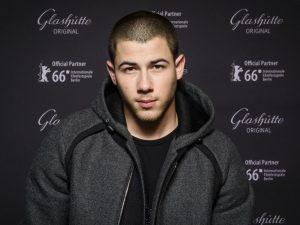 Nick Jonas muestra su lado romantico con 'Tove Lo' en nuevo videoclip