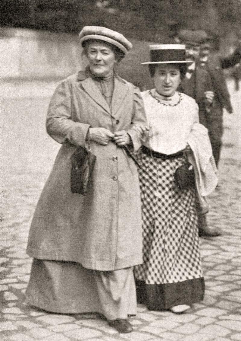 La influencia que ejerció Clara Zetkin en la Alemania del último cuarto del siglo XIX y las primeras décadas del XX, fue fundamental para sentar las bases de la lucha de las mujeres por un trato más justo e igualitario