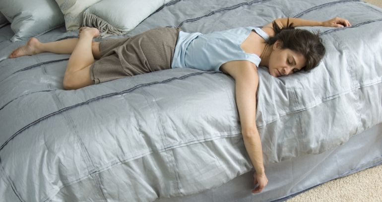 La depresión te puede quitar el sueño en las madrugadas o por el contrario, te puede provocar que duermas muchas horas