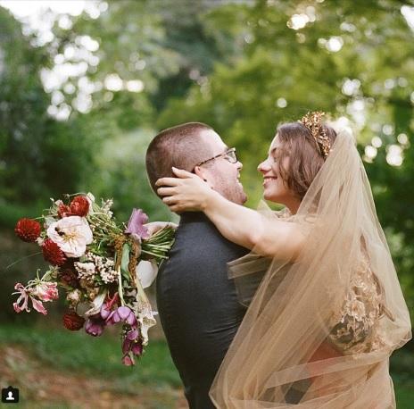 El vestido de novia en color oro se pondrá más de moda para el año que viene