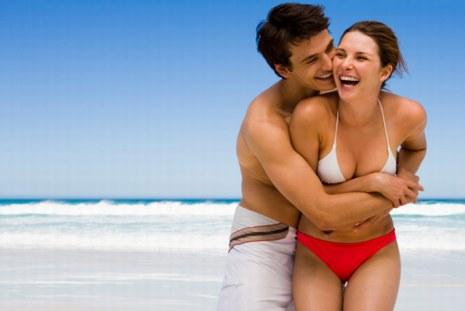 vacaciones-en-pareja-mujer-y-hombre
