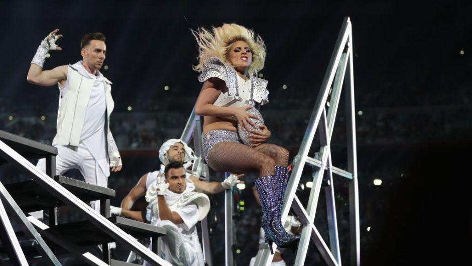 Lady Gaga finalizando su actuación