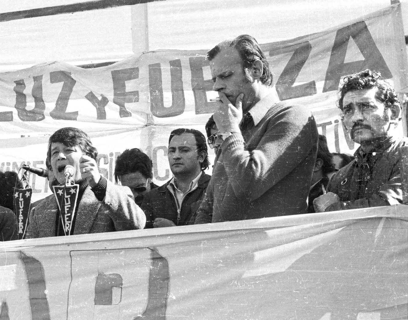 Agustín Tosco (en primer plano) y René Salamanca (en el micrófono)