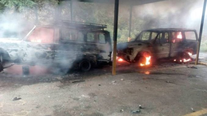 dos vehiculos quemados