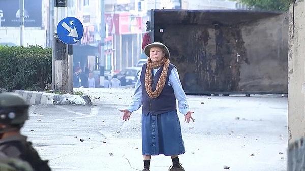 abuela trata de mediar