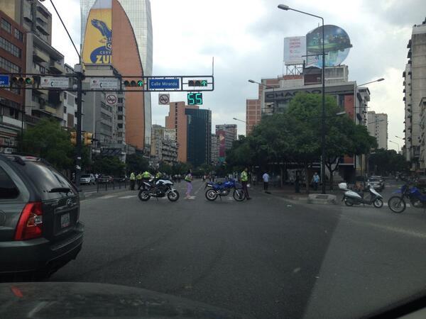 Cierre en Chacao, Avenida Francisco de Miranda, motos