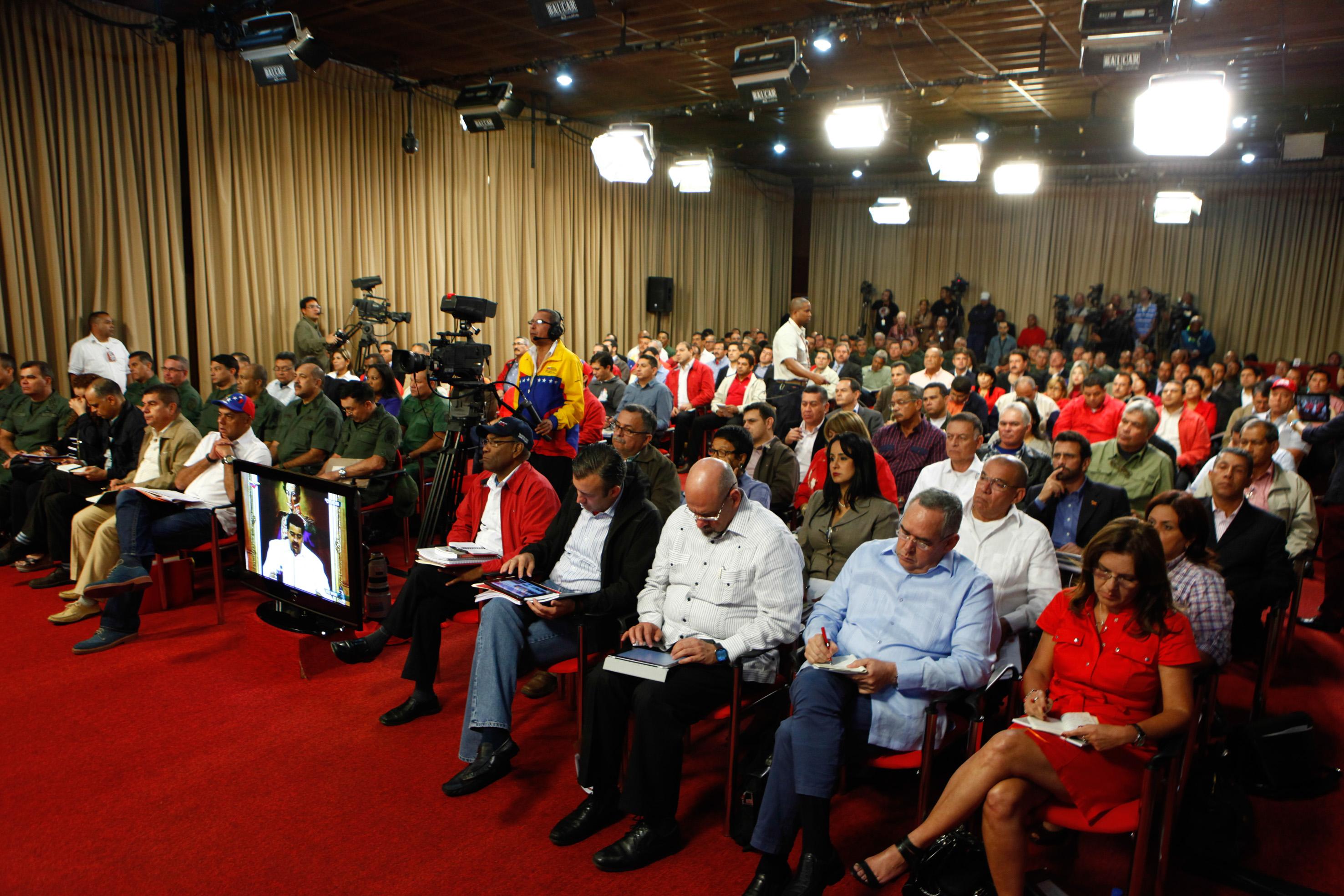 Maduro se reúne con gobernadores
