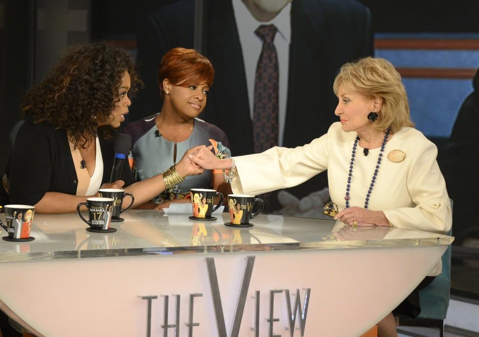 Barbara Walters con Oprah en el estudio de The View