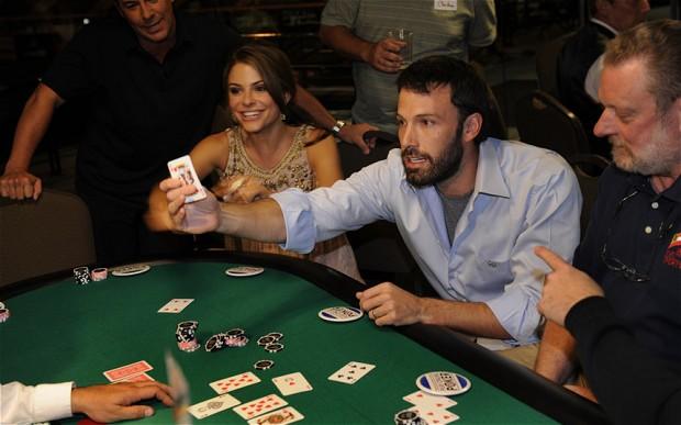 Ben Affleck jugando cartas en Las Vegas