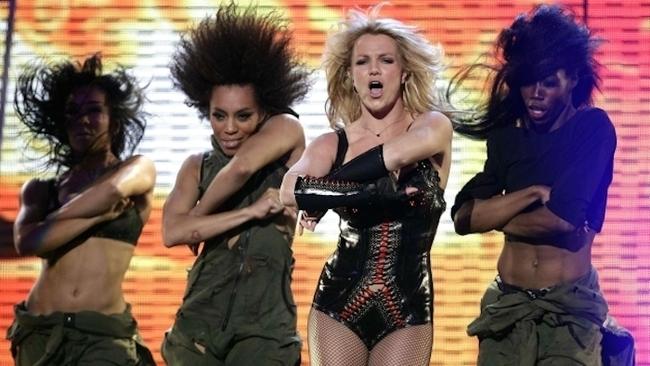 Britney Spears en actuación en escenario