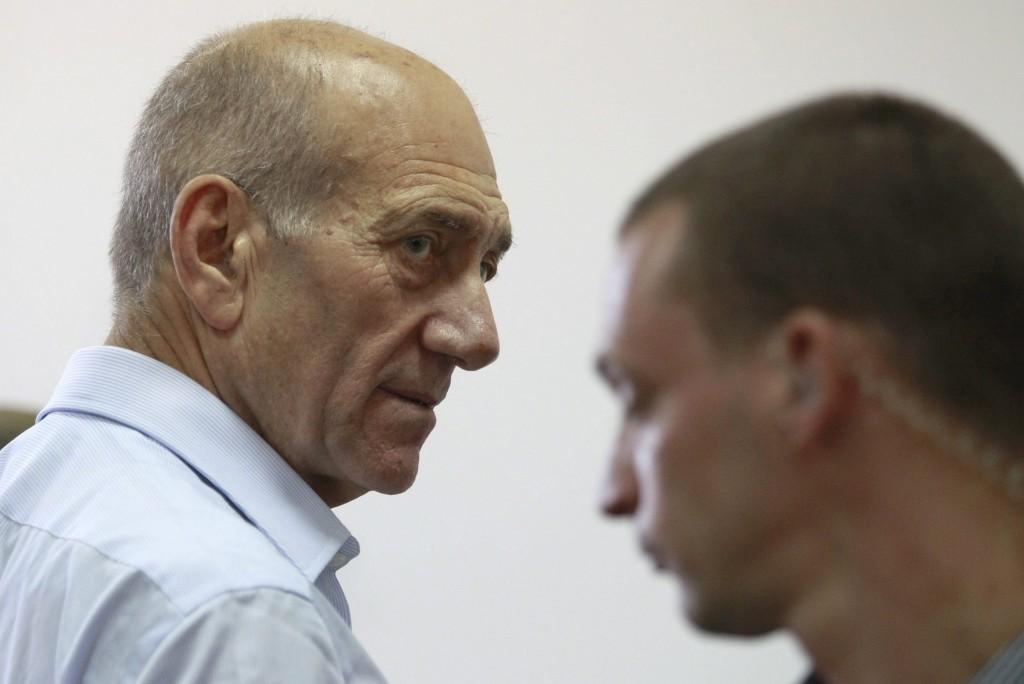 Ex ministro israeli Ehud Olmert al oir sentencia