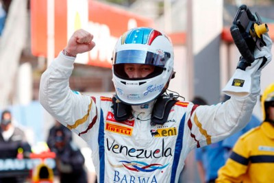 Johnny Cecotto celebra triunfo