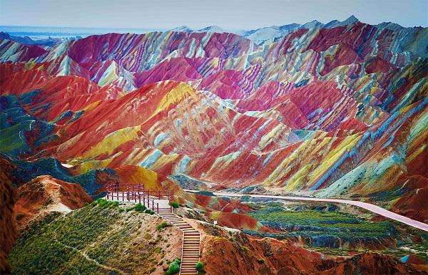 Mágicas montañas del arcoiris de la China