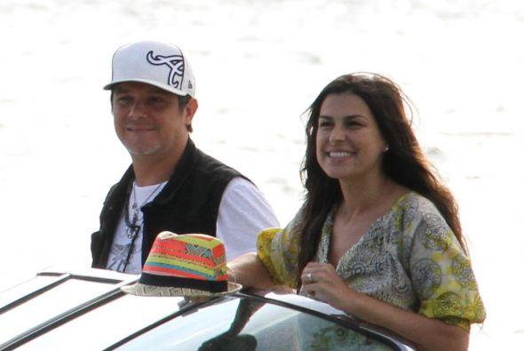 Alejandro Sanz y su esposa