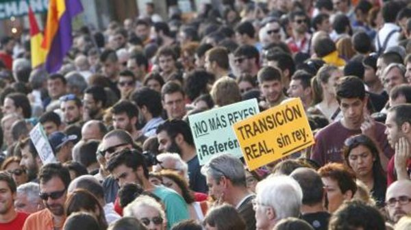Españoles recaman referéndum