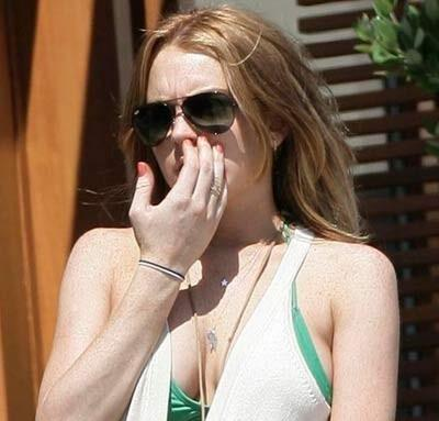 Lindsay Lojan se saca los mojos