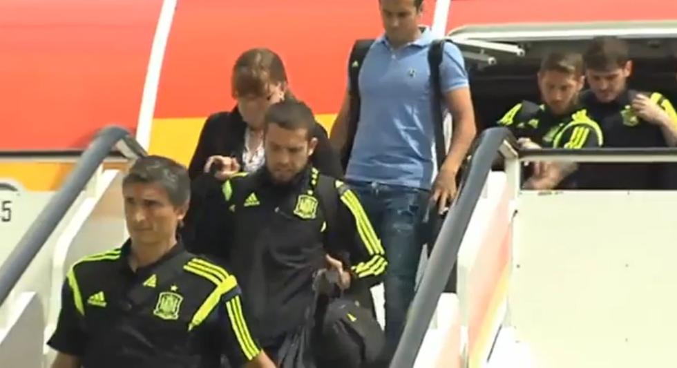 un rayo impactó el avión de la selección de España