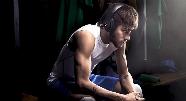 Neymar con audífonos