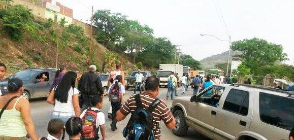 Cerrada vía Cúa-San Casimiro