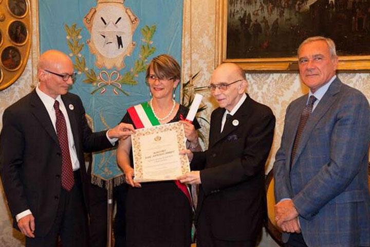 Maestro Abreu recibe ciudadanía honoraria