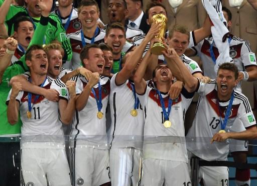 Alemanes rompieron su trofeo de