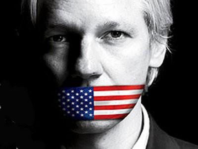 Assange con tapaboca gringo