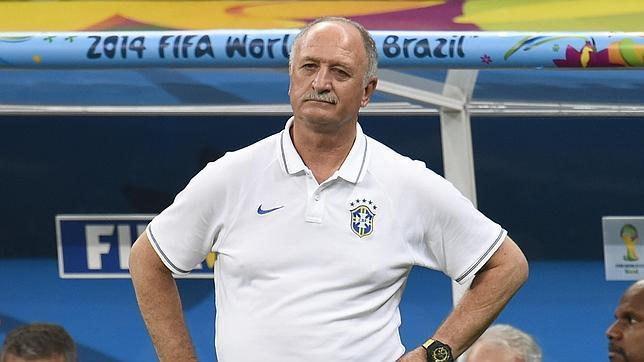 Mundial: Luiz Felipe Scolari observa