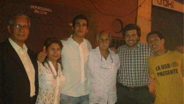 12F: Marco Coello con familiares amigos