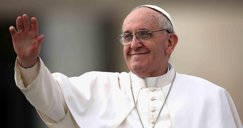 Papa Francisco, saluda