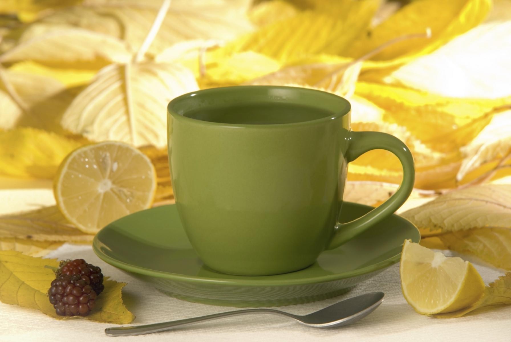 Taza de agua con limón