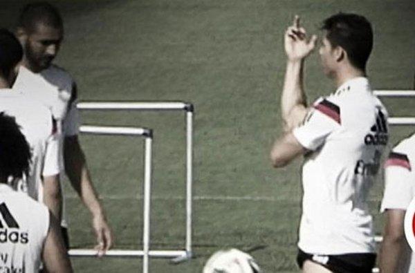 """Cristiano Ronaldo """"pinta una paloma"""" a sus compañeros de entrenamiento"""