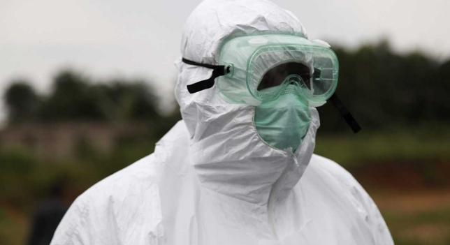 Sanitario traje especial contra Ebola