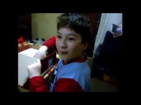 Niño recibe un regalo anhelado