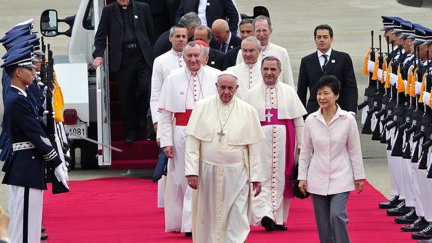 Papa llegando a Corea del Norte
